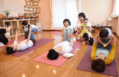 福岡県古賀市YAROOM 赤ちゃんとヨガ