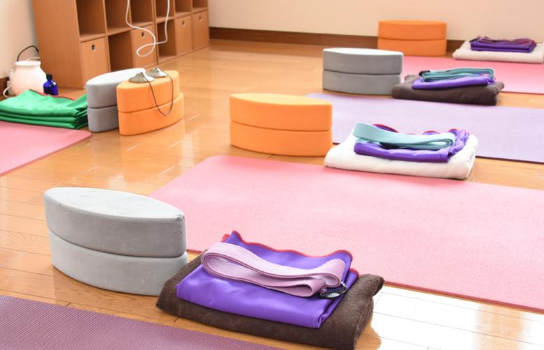 福岡県古賀市YAROOM 学校の先生のためのヨガ